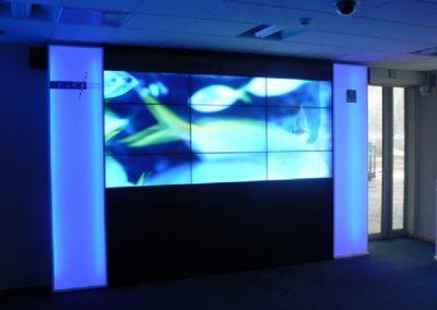 Montaż ściany video z dziewięciu monitorów LCD Samsung 460UT